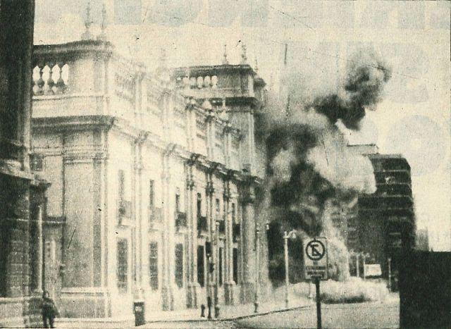 Cile-Golpe_de_Estado_1973-la Moneda bombardata dai golpisti